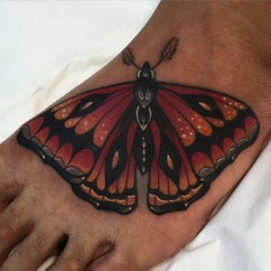 Is it a Moth or a Butterfly? Who cares, it's awesome. by Kike Esteras. (via @kike.esteras) #neotraditional #moth #butterfly #foot #kikeesteras