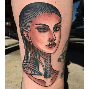 Tattooed lady by Lizzie Renaud @lizzietattoo #LizzieRenaud #ladyhead #traditional