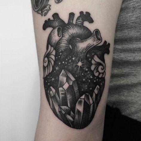 Coração por Caroline Jamhour! #CarolineJamhour #TatuadorasBrasileiras #TatuadorasdoBrasil #TattooBR #TattoodoBr #heart #coração