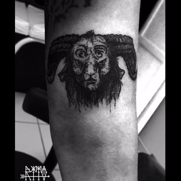 Fauno por Andrey Rito! #AndreyRito #Tatuadoresbrasileiros #PansLabyrinth #OLabirintoDoFauno #guillermodeltoto #movie #geed #nerd #cult #horror #fauno #faun