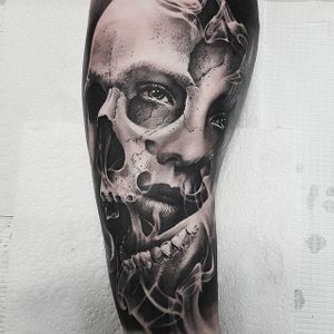 One of Chris Mata'afa's more surreal pieces (IG—chris_showstoppr). #blackandgrey #ChrisMataafa #lady #realism #skull #surreal