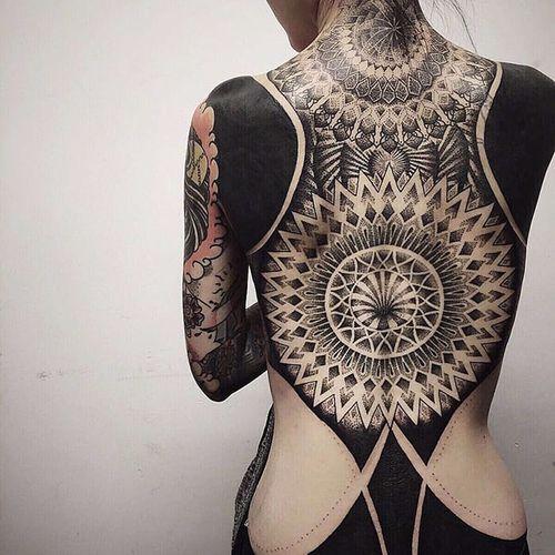 Amazing mix of flat blacks and complex geometric tattoo by unknown artist #tattooedgirls #black #blackwork #geometric #backpiece