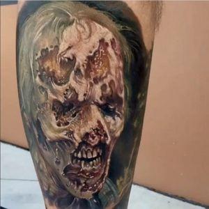 A gruesome zombie portrait by Paul Acker (IG—paulackertattoo). #color #PaulAcker #realism #zombie