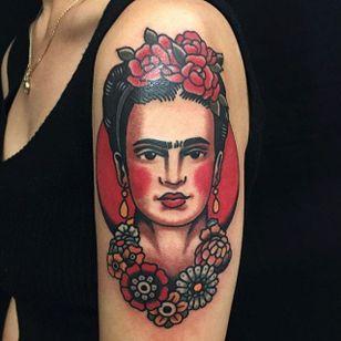 Frida Kahlo via @adamtruarn #adamtruarn #traditional #bold #traditionaltattoo #fridakahlo