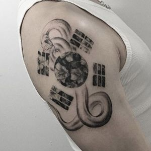Fine line snake + SK flag tattoo by Tattooer Intat. #Intat #TattooerIntat #fineline #southkorean #southkorea #flag #floral #doubleexposure #snake