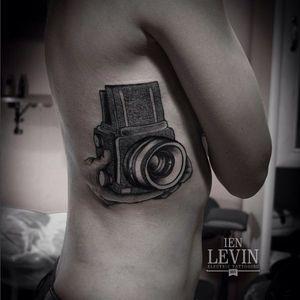 Mamiya camera by Ien Levin #blackwork #blckwrk #dotwork #dotshading #camera #cameratattoo #cam #IenLevin
