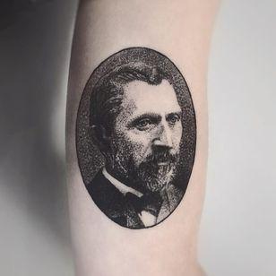 Van Gogh portrait tattoo by Charley Gerardin #CharleyGerardin #VanGoghtattoo #blackwork #dotwork #VanGogh #portrait #artist #fineart #painter