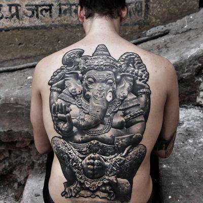 An outstanding depiction of Ganesha by Robin Hernandez (IG—lilbtattoo). #blackandgrey #Ganesha #LilB #RobinHernandez #realism #statuesque