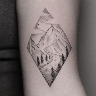 A winding mountain road by Hannah Nova Dudley (IG— hannah_novart). #dotwork #HannahNovaDudley #landscapes #miniature #mountain #pristine #road