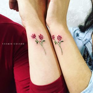 Por Yasmin Coiado #YasminCoiado #brasil #brazil #brazilianartist #TatuadorasDoBrasil #minimalist #minimalista #fineline #flor #flower #matchtattoo #tattoocombinada #colorido #colorful #delicate #delicado