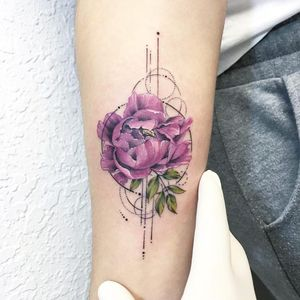 Geometric and realistic tattoo by Eva Krbdk #evakrbdk #geometrictattoos #realism #realistic #watercolor #linework #dotwork #rose #flower #floral #leaves #nature #tattoooftheday