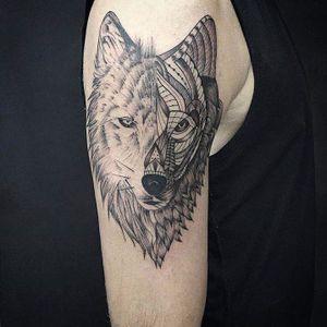#lobo #wolf #JuniorOliveira #ArtenaPele #blackwork #pontilhismo #dotwork #simetria #geometria #brasil