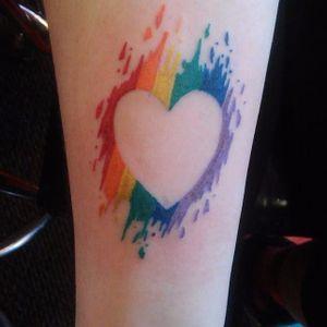 Coração em cores #OrgulhoGay #GayPride #OrgulhoLGBT #ParadaGay #GayParade #preconceitoNao #amorlivre #freelove #arcoiris #rainbow #heart #coração