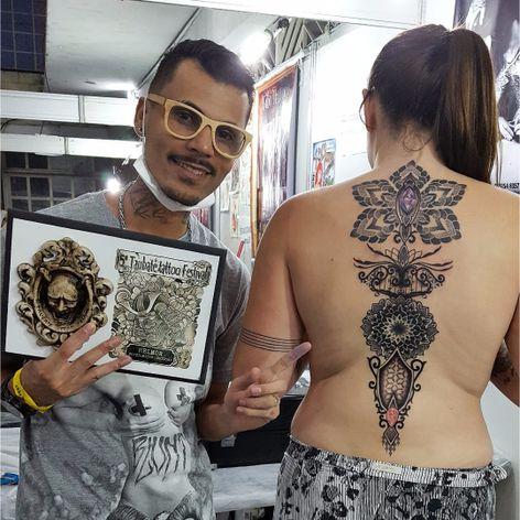 Lindo trabalho por Rodrigo Tanigutti! #RodrigoTanigutti #tatuadoresbrasileiros #pontilhismo #dotwork #mandala #SãoPaulo