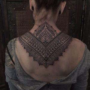 Nape tattoo by Antti Kuurne #AnttiKuurne #ornamental #ethnic #pattern #mehndi