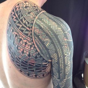 Upper back to sleeve tattoo by Curly Moore#curlytattoo #linework #freehand #blastover #curlymoore