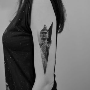 Buddha tattoo by Paweł Indulski #PawelIndulski #buddhisttattoos #blackandgrey #realism #realistic #hyperrealism #sculpture #stonework #portrait #buddha #mudra #peace #shapes #abstract