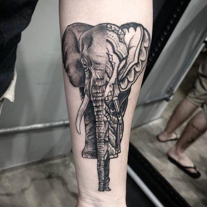 Elefante #RodrigoMuinhos #blackwork #brazilianartist #brasil #brazil #tatuadoresdobrasil #elefante #elephante #animal #reaismo #realism #mandala #meioameio