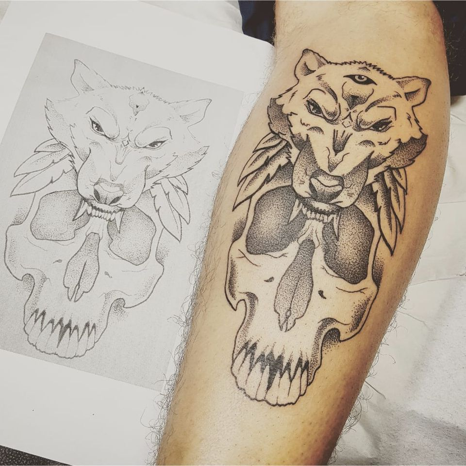 Tattoo por Rodrigo Tanigutti! #RodrigoTanigutti #skull #caveira #wolf #lobo #pontilhismo #dotwork #SãoPaulo