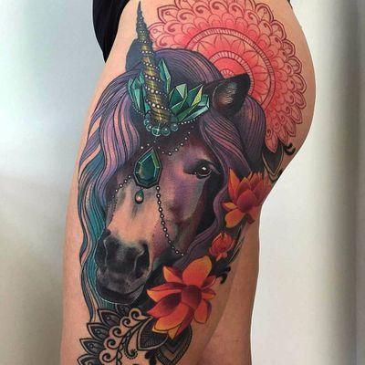 Lindíssimo unicórnio feito pela sensacional Myriam Lumpini! #MyriamLumpini #unicorn #unicornio #horse #cavalo #criaturamitica #cristal #crystal #geometria #geometric