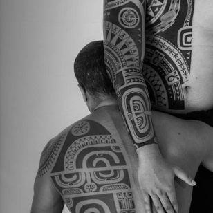 Tribal tattoos by Patu Mamatui, Photo: Anapa Production #PatuMamatui #polynesiantattoo #tribaltattoo #tribal #polynesian