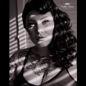 Another stunning black and white shot by White Wave studios #DallasValentine #plusmodel #tattooedbabes #AmericanTraditional #model #pinup #glamor #WhiteWaveStudios