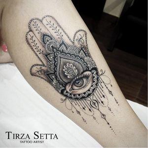 Por Tirza Setta #TirzaSetta #hamsahand #fineline #blackwork #brazil #TatuadorasDoBrasil