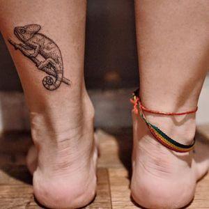 Camaleão! #camaleão #minimalista #delicada #raphaellopes #metamorphosistattooparlor #riodejaneiro #pontilhismo #blackwork #talentonacional #fineline #brasil #brazil #portugues #portuguese