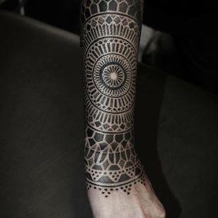 Forearm piece. (via IG - alexiscalvie) #dotwork #geometric #sleeve #largescale #alexiscalvie