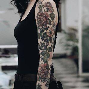 Beautiful floral sleeve @FFLOWERPORN #floral #botanical #sleeve #floralsleeve #flowers