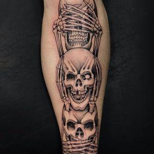 When ur dead u see no, hear no, speak no evil by Mauro Landim #maurolandim #oldschool #blackandgrey #illustrative #skulls #bones #death #seenoevilhearnoevilspeaknoevil #evil #tattoooftheday