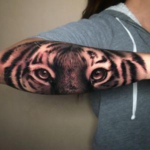 Tiger tattoo by Saul Mora #SaulMora #cooltattoos #blackandgrey #realism #realistic #hyperrealism #tiger #cat #junglecat #eyes #stripes #fur #photorealism #animal #nature #tattoooftheday