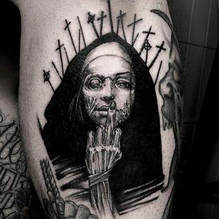 Blackwork nun with a skinned hand tattoo by HanBum Lee. #HanBumLee #Gghost #blackwork #hand #macabre #gore #dark #nun