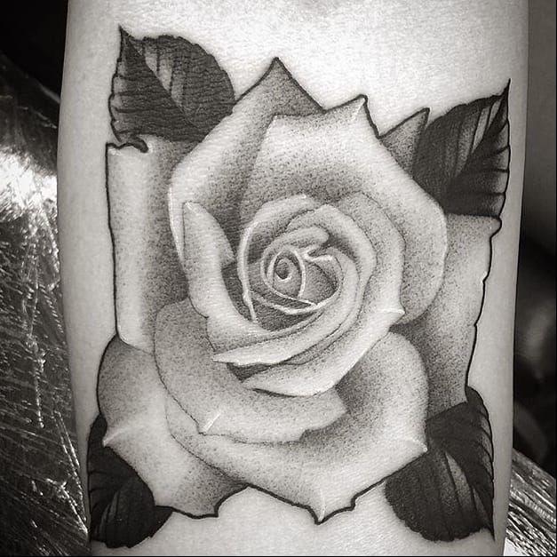 Pretty rose via @juan_teyer #JuanTeyer #blackandgrey #rose #flowertattoo