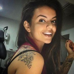 Taís Thorpe, Tatuadora. #mulhertatuada #mulheresdeatitude #tattoodobabes #brasil #brazil #portugues #portuguese