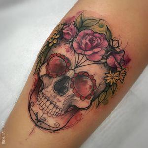 #RenataHenriques #RehTattoo #brasil #brazil #brazilianartist #TatuadorasDoBrasil #aquarela #watercolor #sketch #colorido #colorful #skull #caveira #cranio #caveiramexicana #mexicanskull #flor #flower #folha #leaf