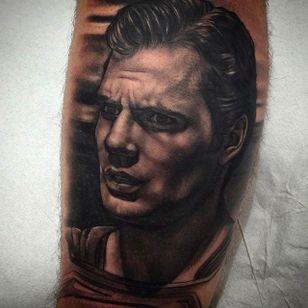 Stunning portrait of Henry Cavill as Superman! Tattoo by Juande Gambin. #juandegambin #portraittattoos #superman