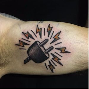 Plug tattoo by Paz Buñuel #PazBuñuel #traditional #plug