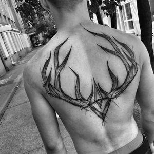 Sketch Tattoo by Inez Janiak #antler #antlertattoo #antlerskecthtattoo #sketch #sketchtattoo #sketchtattoos #blackwork #blackworktatoo #blackworksketch #graphicsketch #graphicblackwork #darktattoo #darkartists #InezJaniak