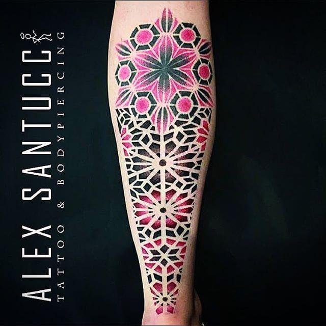 Dotwork Tattoo by Alex Santucci #dotwork #colordotwork #mandala #geometric #contemporary #dotworkartist #italianartist #AlexSantucci