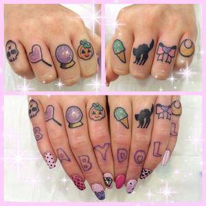 Finger tattoos by Shannan Meow. #ShannanMeow #girly #cute #kawaii #pastel #microtattoo