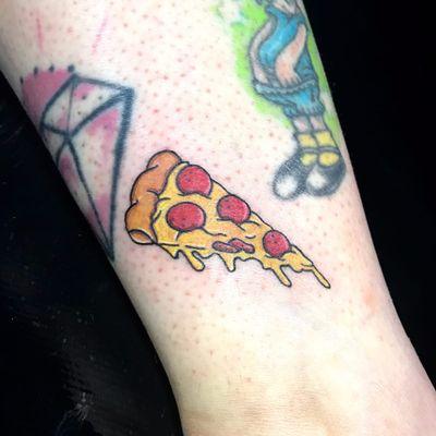 Pizza por Rhay Farinna! #RhayFarinna #TatuadorasBrasileiras #TattooBr #SãoPaulo #pizza #ArtFusion #ArtFusionConcept