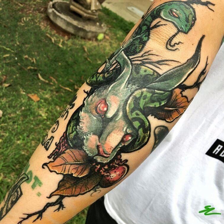Caça e caçador #Snoo #brasil #brazil #brazilianartist #tatuadoresdobrasil #colorido #colorful #cobra #snake #coelho #rabbit #folha #leaf #pontilhismo #dotwork