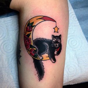 Moon and cat by @iris_lys #IrisLys #cat #moon #cattoo #cattooer