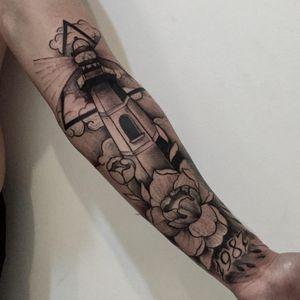 Farol #RodrigoMuinhos #blackwork #brazilianartist #brasil #brazil #tatuadoresdobrasil #farol #flor #flower #ceu #sky #nuvem #cloud #1987 #triangulo #triangle #lighthouse