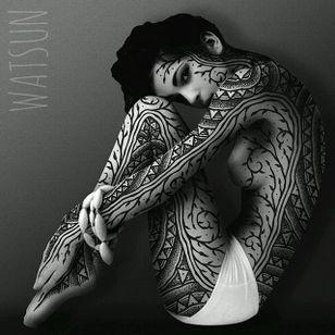 An astonishing make-believe bodysuit by Watsun Atkinsun (IG—watsunatkinsun). #blackwork #fineart #illustrations #IlluminatedTrasformations #multimedia #ornamental #WatsunAtkinsun