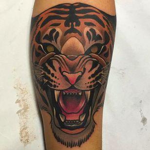 Growling Tiger Tattoo by Kike Esteras @Kike.Esteras #KikeEsteras #Neotraditional #Neotraditionaltattoo #Barcelona #Tiger