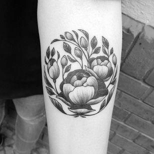 Delicate peonie blackwork tattoo #Peonie #peonietattoo #flower #blackwork #linework #flowertattoo #GeorgieHarrison
