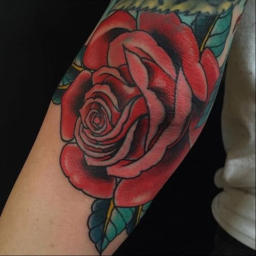 The layering here on this rose banger by Beau Brady is so delicate, yet strong. #banger #BeauBrady #bold #rose #traditionalamerican