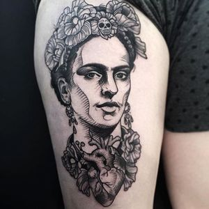 Frida Kahlo Tattoo by Phil Kaulen #fridakahlo #blackwork #blackworktattoo #blackworkportrait #sketch #sketchtattoo #PhilKaulen